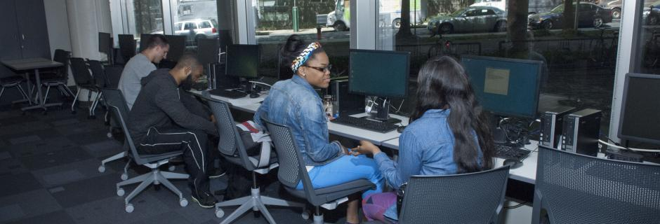 Students working in computer lab at CCP.